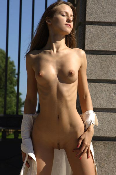 Model Alisa in Roadside Surprise