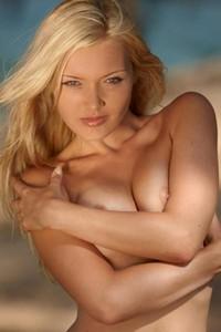 Model Monika in Island Girl