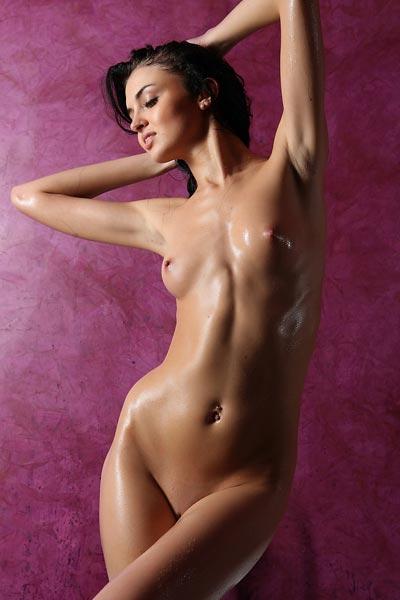 Model Renata in Wet Warm