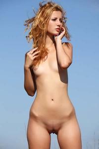 Model Elisa in Wind And Fury