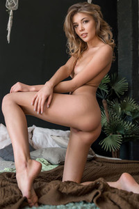 Model Kaitlin in Shining Star