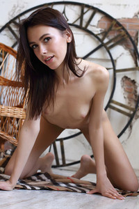 Model Serafina in Start Me Up