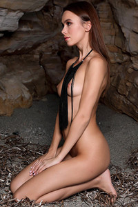 Model Serafina in Sea Cave