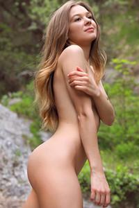 Model Stefani in Natural Wonder